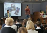 """На фото: М. Номоконов исполняет песню """"Иркутская история""""."""