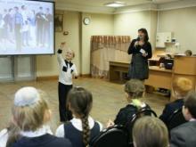 Ведущая - зав. сектором организации досуга Марина Зайцева и участники